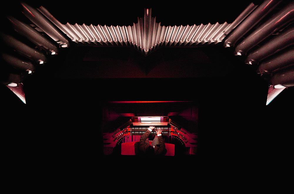 Blick von oben: Winfried Müller an der Fleiter-Orgel