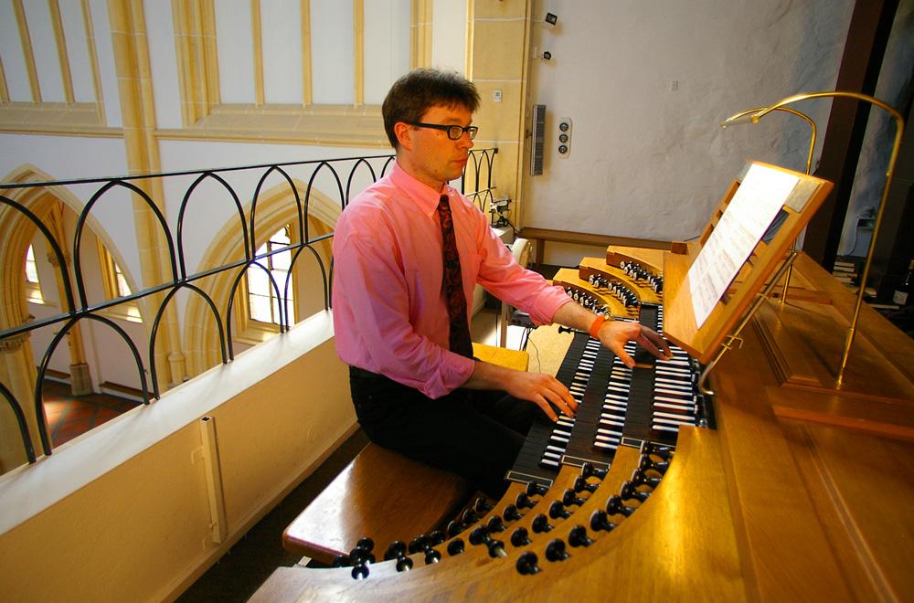 Winfried Müller an der Orgel